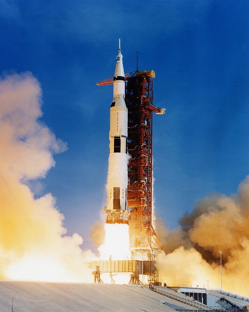 Imagem doO lançamento do Saturno V com a Apollo 11