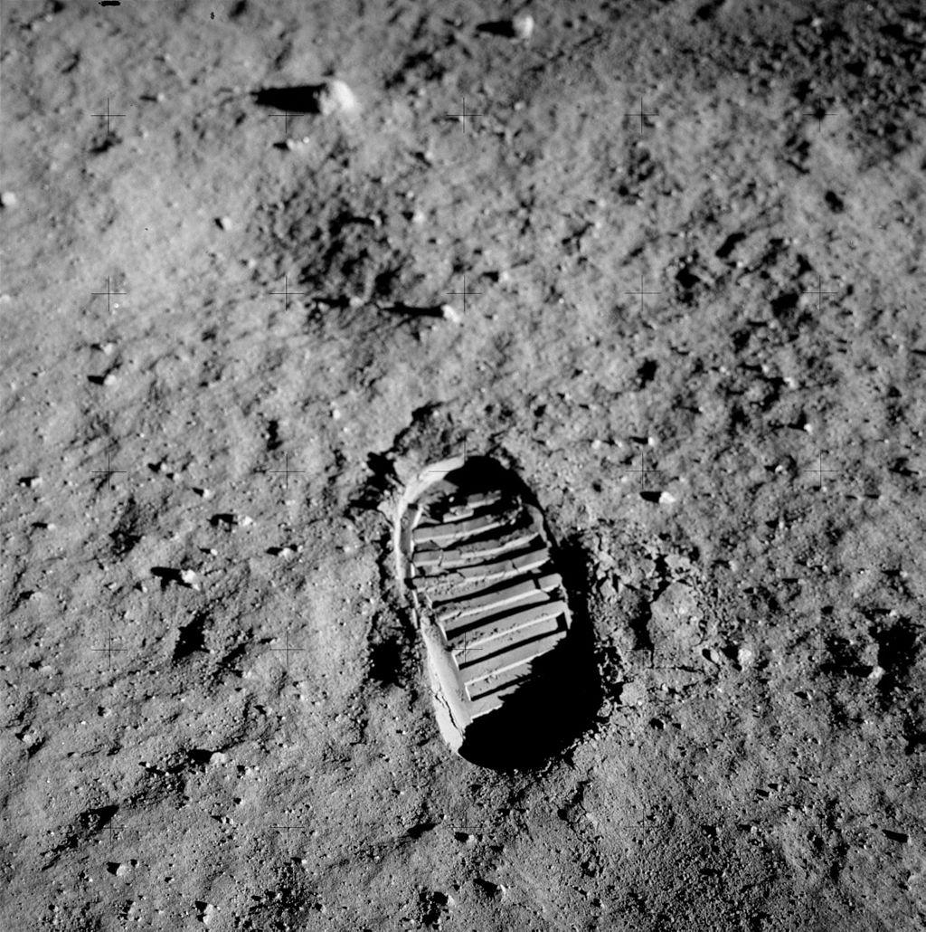 Pegada de Aldrin na superfície da Lua.