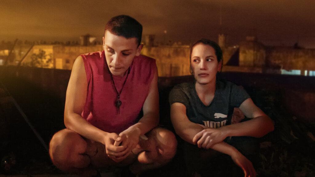 Iris conhece Renata em um conjunto habitacional na Argentina e é inexplicavelmente atraída por ela. Juntas, elas enfrentam a hostilidade e o preconceito