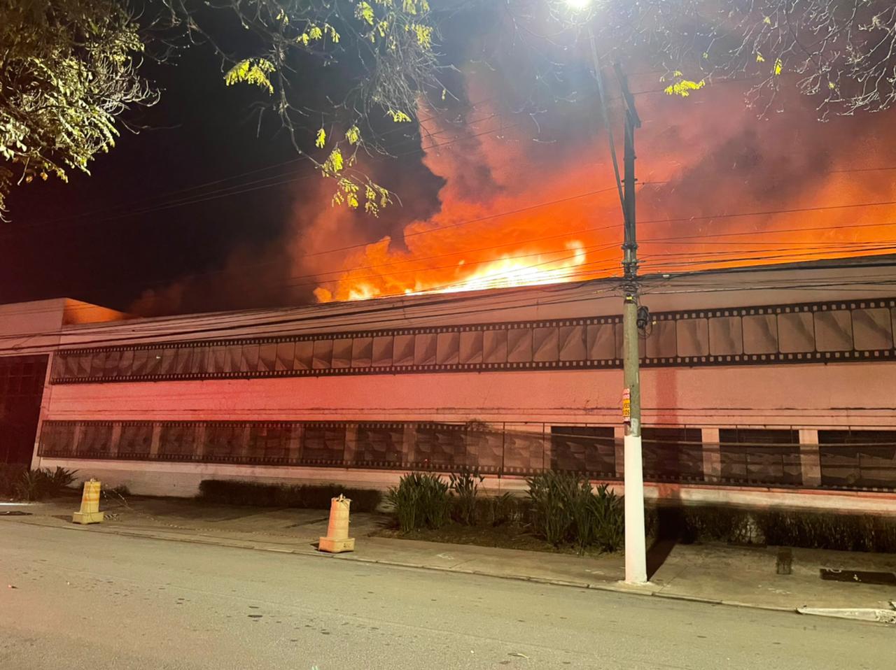 Incêndio atinge a Cinemateca, que guarda maior acervo audiovisual brasileiro.
