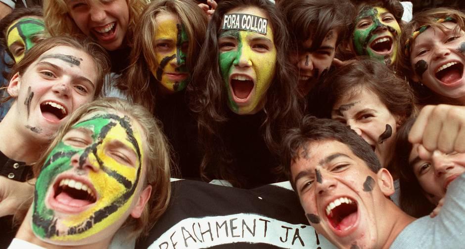 Jovens apelidados de caras pintadas foram às ruas pedir o impecheament de Fernando Collor