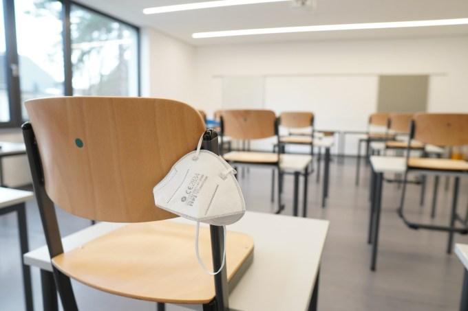 Sala de aula vazia máscara