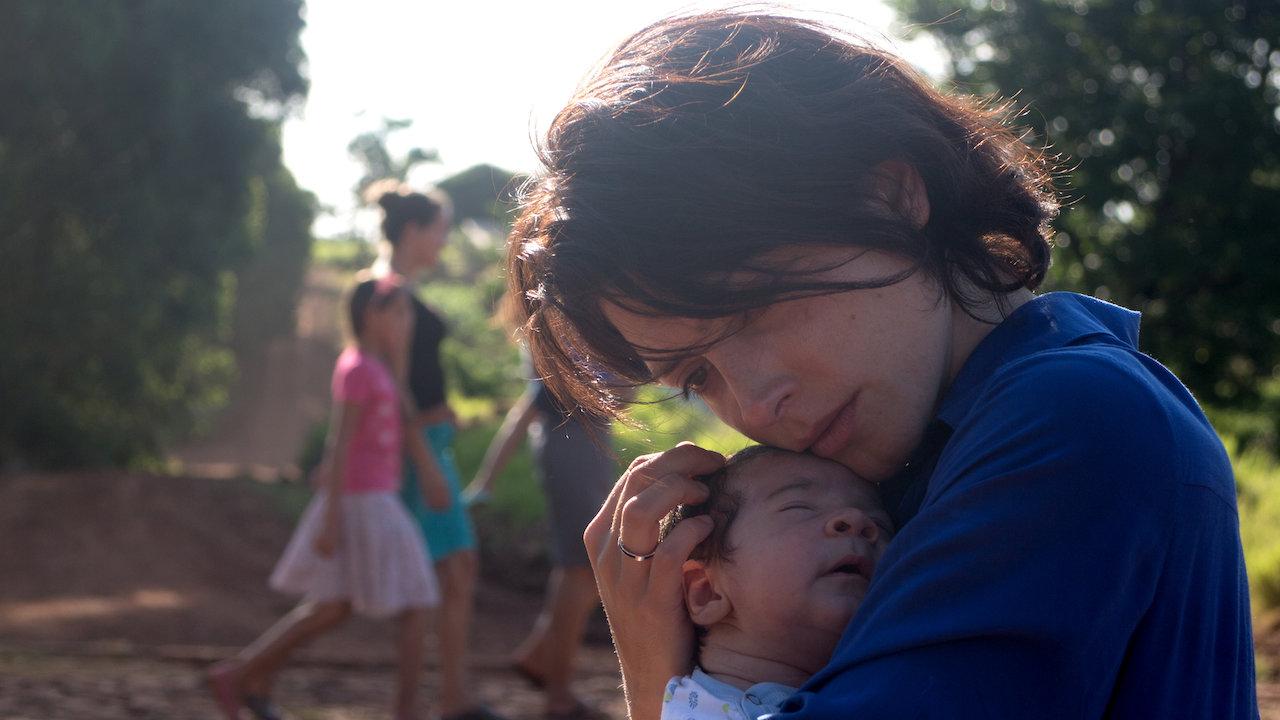 Uma médica argentina enfrenta obstáculos éticos e jurídicos quando viaja ao interior para buscar a criança que sempre quis adotar