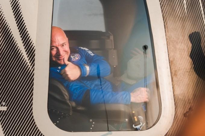 blue-origin-first-human-flight-l0-jeff-bezos-thumbs-up