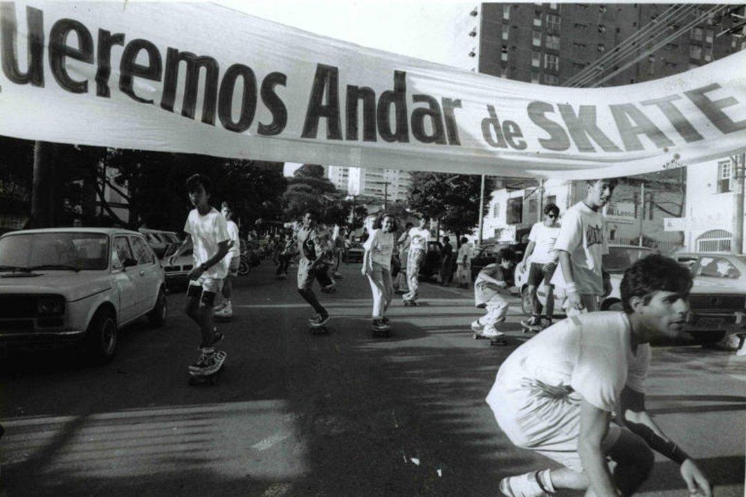 Passeata a favor da legalização do skate em São Paulo, em 1988.