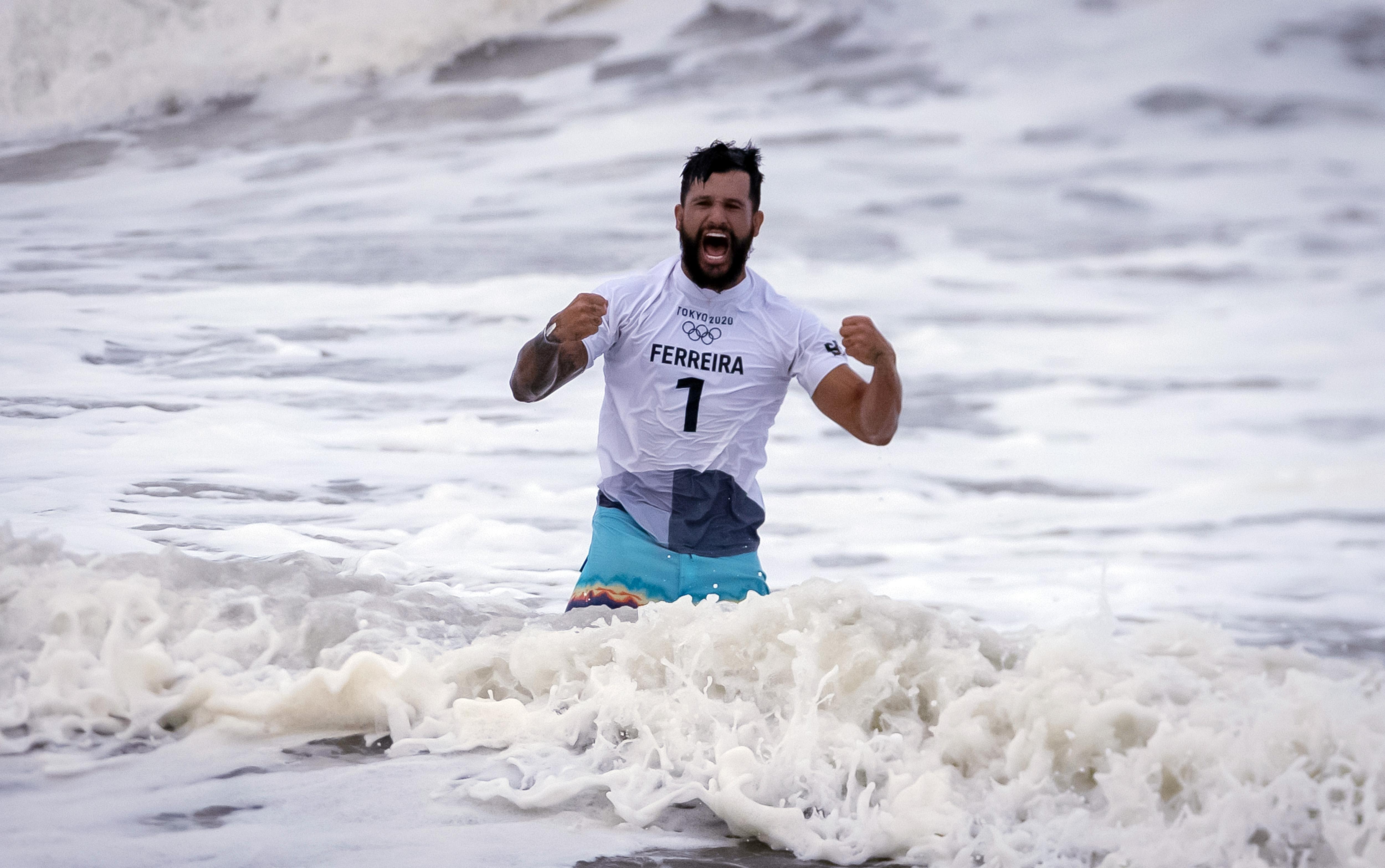 27.07.2021 - Jogos Olímpicos Tóquio 2020 - Final do surfe masculino na praia de Tsurigasaki. Na foto Ítalo Ferreira medalha de ouro na competição.