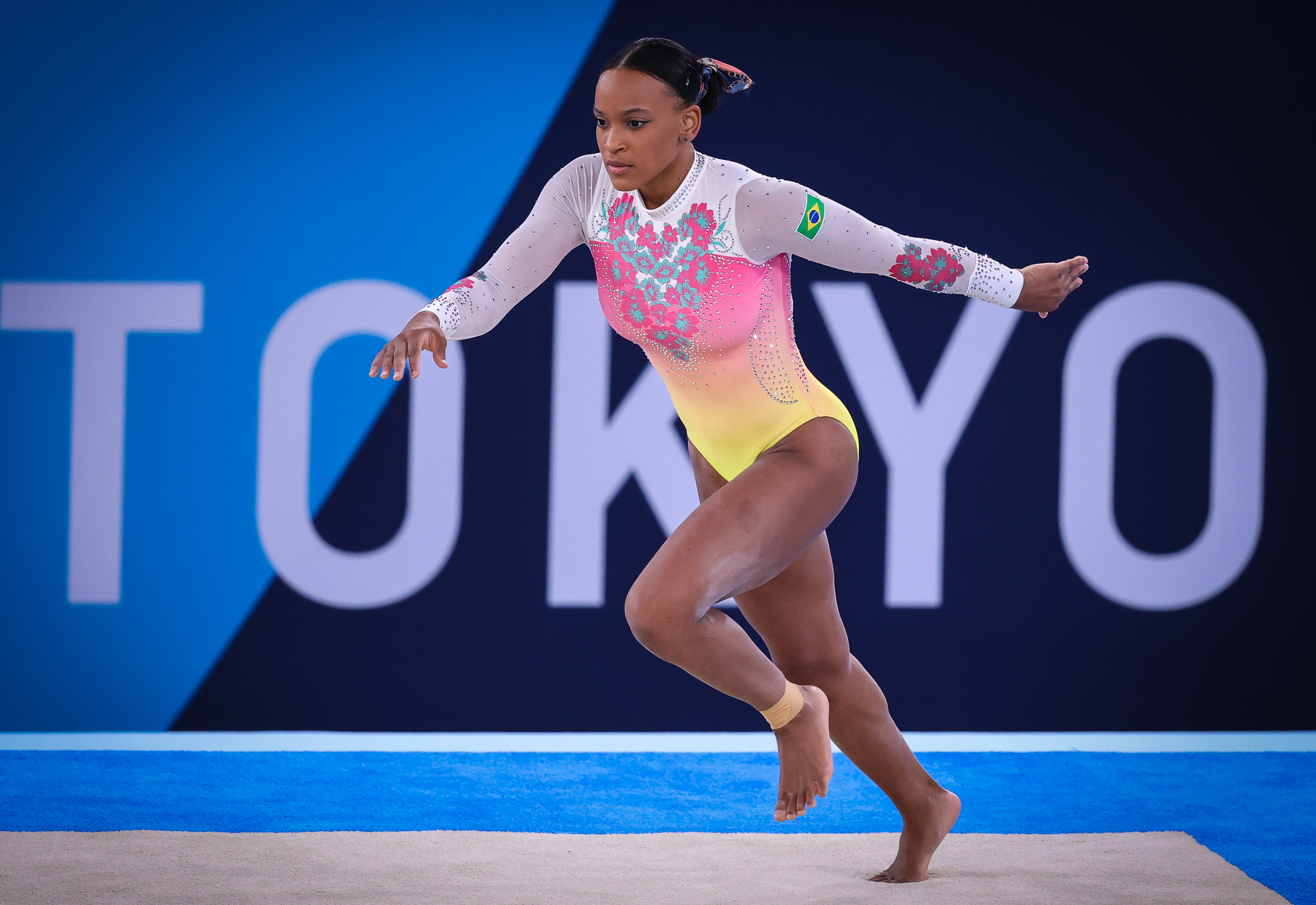 02.08.2021 - Jogos Olímpicos Tóquio 2020 - Ginástica Artística Feminina. Final do solo. Na foto a atleta Rebeca Andrade durante a final do solo.